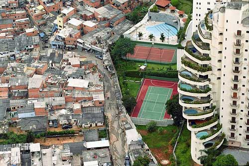 Bueno, esta no es del DF, pero podemos encontrar una ahí tan elocuente como esta de Caracas